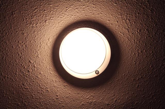 גופי תאורה צמודי תקרה - כמה הם מתאימים לביתכם